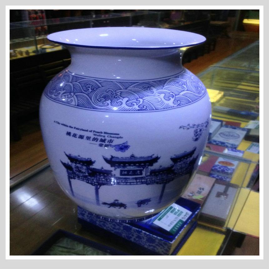 最新商品:桃花源记 桃源仙境门楼 青花瓷花瓶 桃花源里的城市