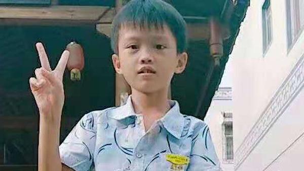 8岁男童勇敢抗癌